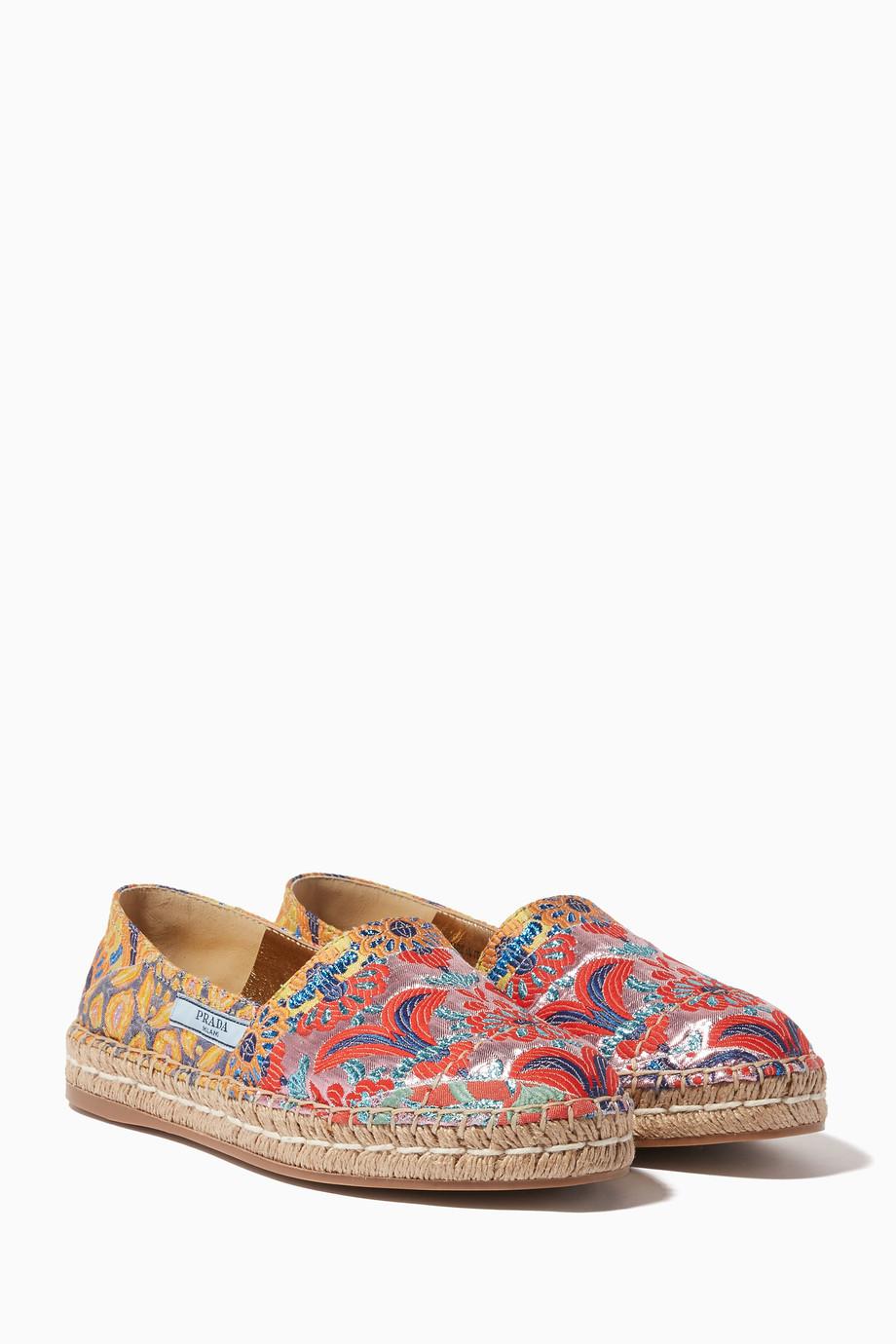 de57239ee تسوق حذاء سبادريل مطرز متعدد الألوان من الجاكارد المنقوش Prada ملون ...