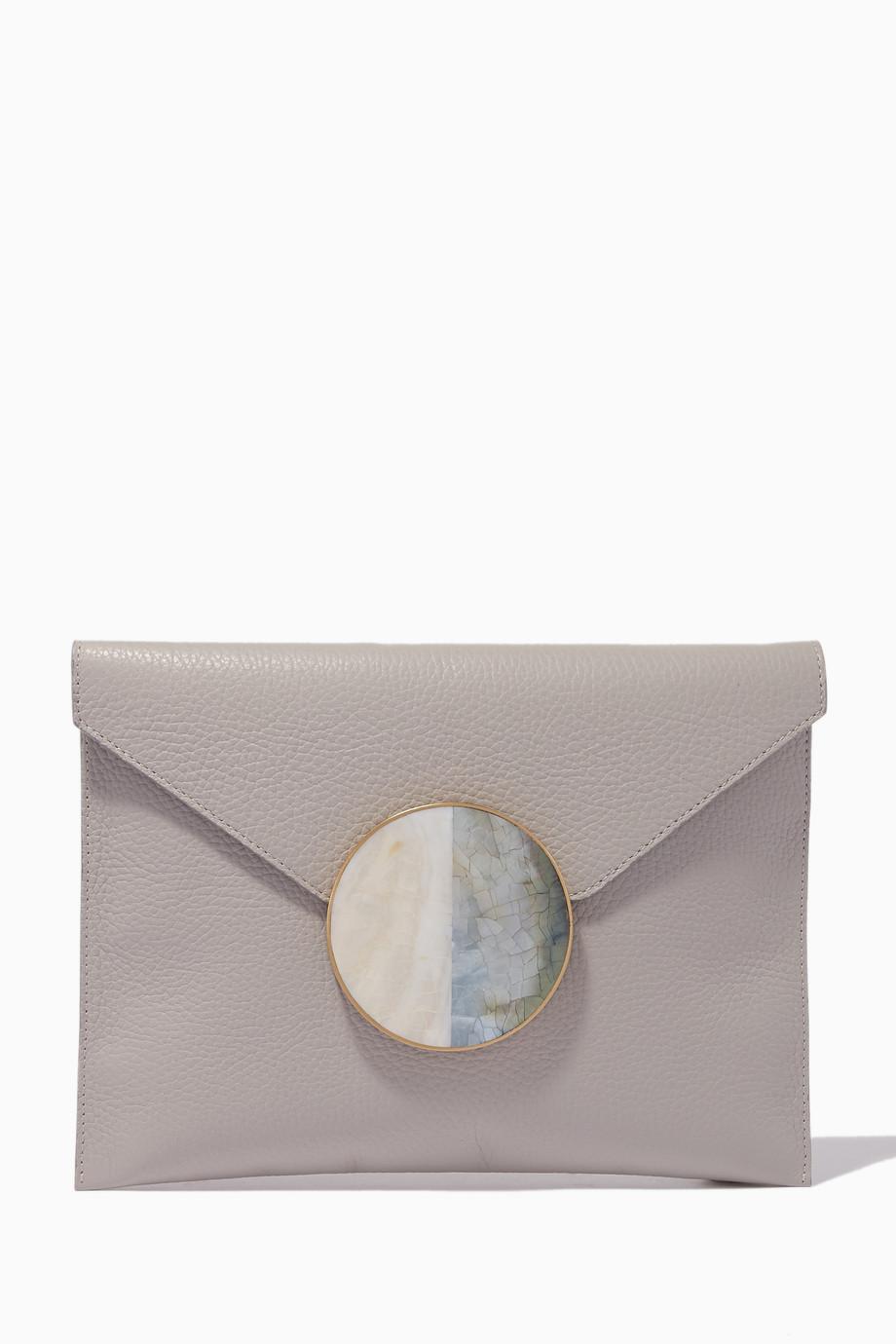acb83f2a90b78 تسوق حقيبة من الجلد الطبيعي على شكل ظرف رمادي ناتالي تراد رمادي ...