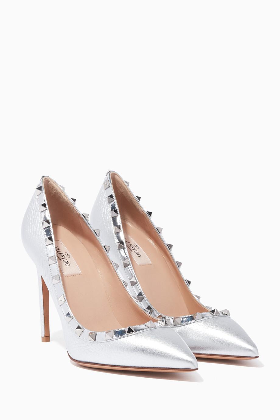 33a6cab93 تسوق حذاء كلاسيك بمقدمة مدببة وحليات هرمية فضي Valentino فضي للنساء ...