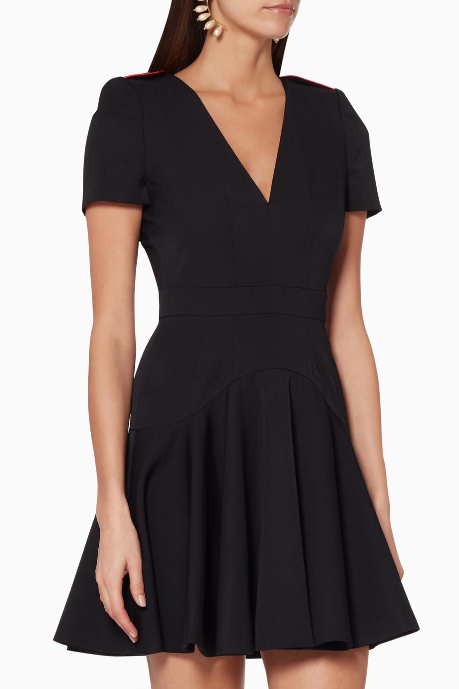 b06a6cf91 تسوق فستان قصير بتصميم عسكري أسود Alexander McQueen أسود للنساء   اُناس