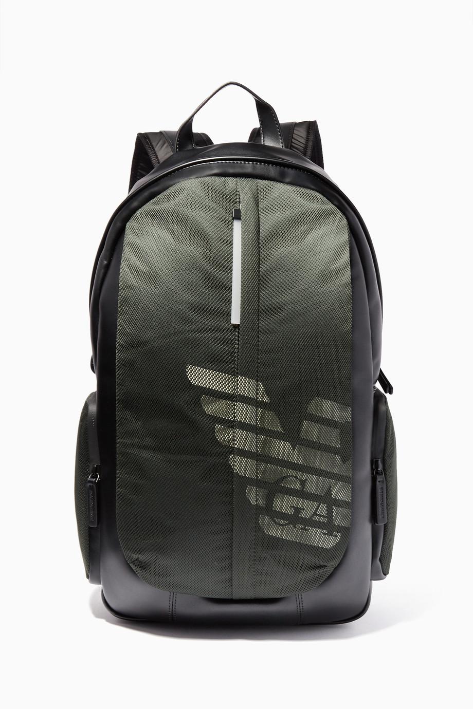 b9a5d636cc952 تسوق حقيبة ظهر بشعار الماركة أسود وأخضر داكن امبوريو ارماني اخضر ...