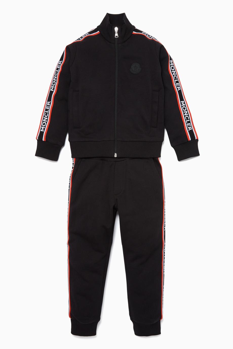 39d4f810e تسوق طقم بدلة رياضية بشريط بشعار الماركة Moncler أسود للأطفال ...