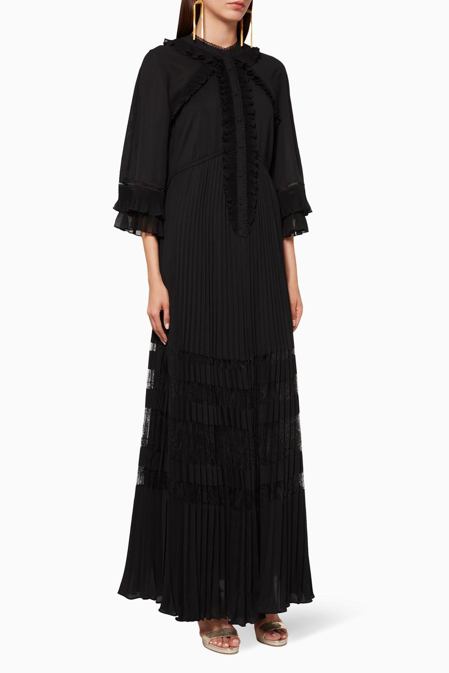 فستان طويل بطيات